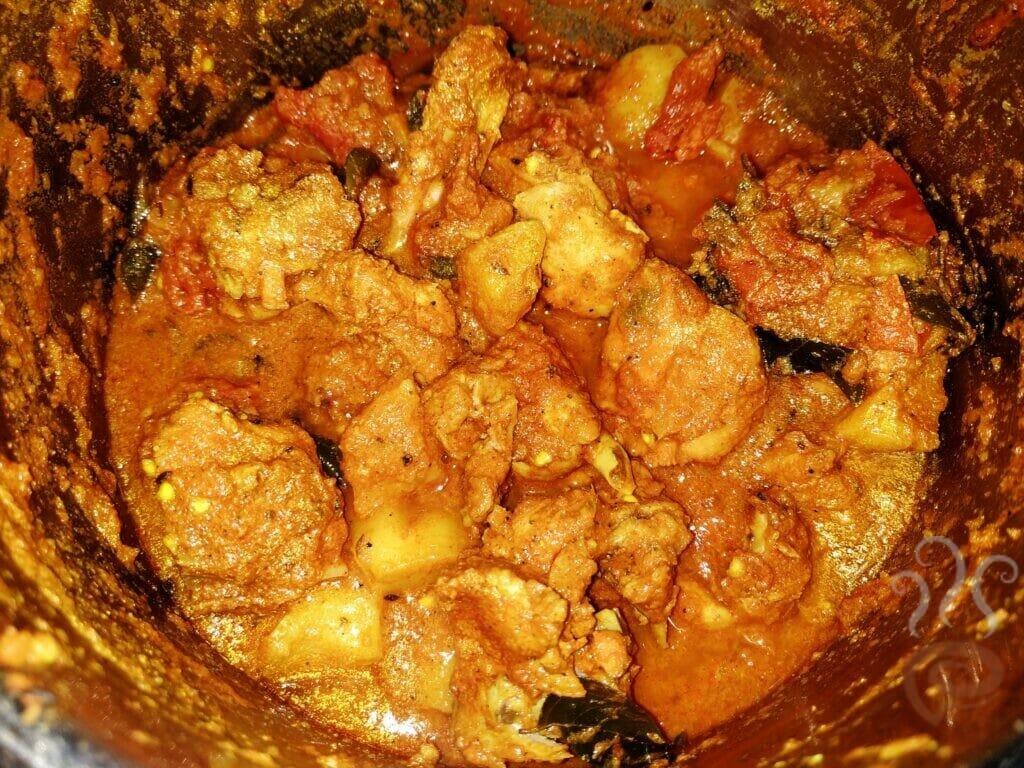 Malabar Style Kozhi Mulakittathu  | Red Chicken Curry